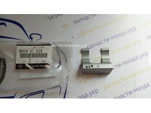 Фиксатор форсунки омывателя Мазда 3BL, 6GH-GL, CX7, CX5 KE NH5451829
